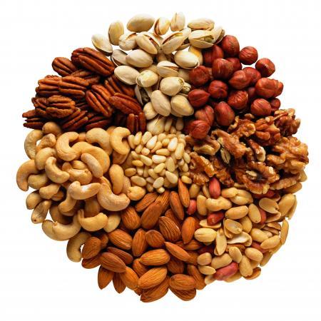 Белок есть в орехах и семечках
