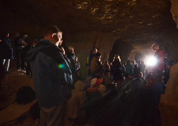 Совместный киртан с Балакхилья дасом в пещере